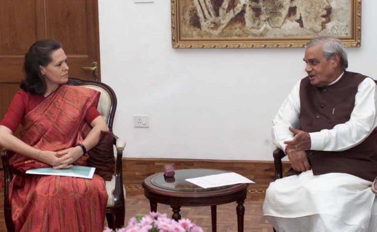 जब सोनिया गांधी की व्यक्तिगत आलोचना पर वाजपेयी ने अपने करीबी को लगाई थी फटकार