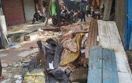 ग्राउंड रिपोर्ट: रात 1 बजे गोदौलिया की दुकानों पर चले बुलडोजर, बच्चों को भी बख्शा नहीं गया…