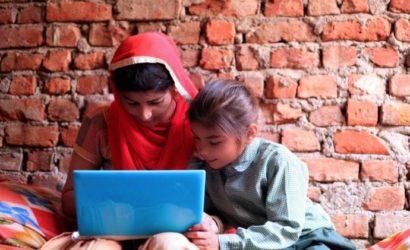 लॉकडाउन: क्या ऑनलाइन शिक्षा वंचित तबके के लिए अब भी किसी दूसरी दुनिया की बात है!