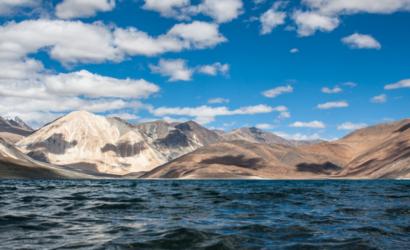 गलवान के बाद अब लद्दाख के पैंगॉन्ग त्सो झील पर चीन की नजर, स्थिति मजबूत करने की कोशिश