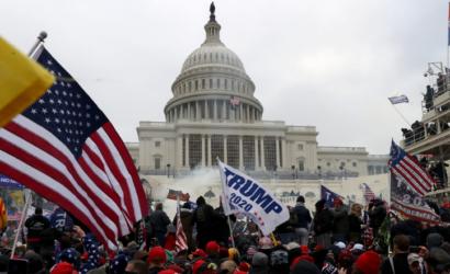 अमेरिका के कैपिटोल बिल्डिंग में घुसे ट्रंप समर्थक, उप राष्ट्रपति पेंस ने बताया-काला दिन